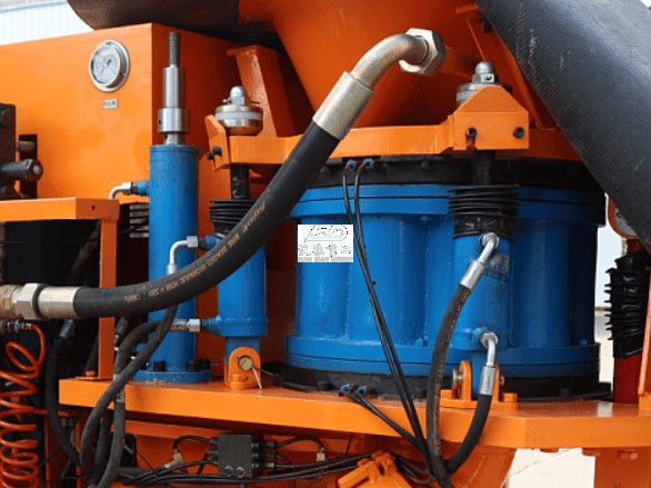 Lubricating points of conveying pea gravel machine